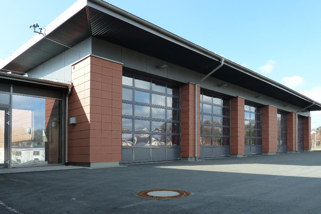 Bauer Sektionaltore für öffentliche Bereiche wie Feuerwehr