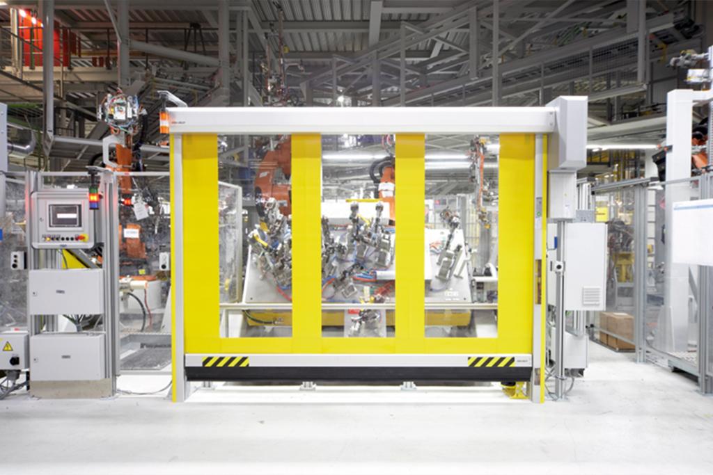 Schnelllauftor zur Abgrenzung von Sicherheitsbereichen in der Industrie
