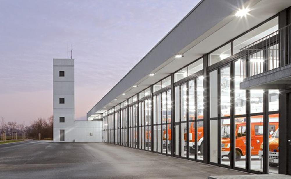 Bauer Tore - Falttore aus Glas - bis 16 Meter breit und 5 m hoch