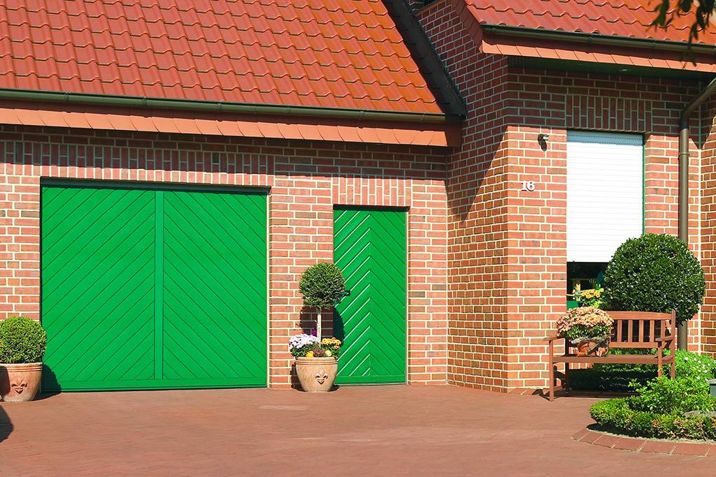 Bauer Tore Garagen-Schwingtor grün
